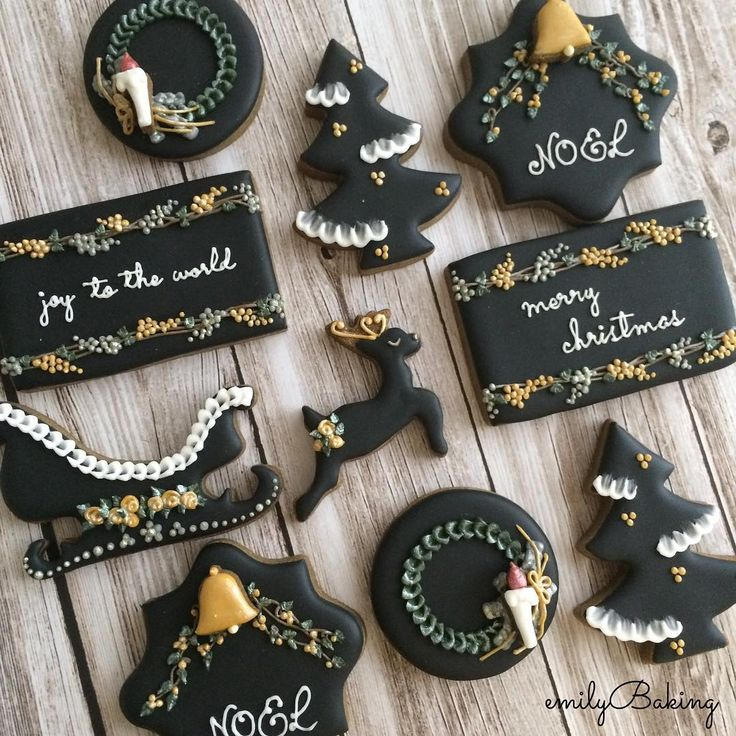 "416 Likes, 11 Comments - @emilybaking on Instagram: ""去年は2種類のクリスマスクッキーセットを作りました* こちらはブラックバージョン。 NOEL cookies Last year I made. #icingcookies…"""