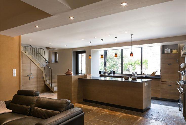 Minimalist living area with light wooden floor open to the kitchen - kchenfronten modern