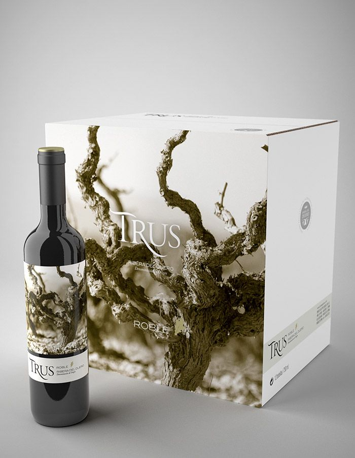 Bodegas Trus. bouteille et caisse. Look at the great tree graphic on this #bottle and #box #packaging PD