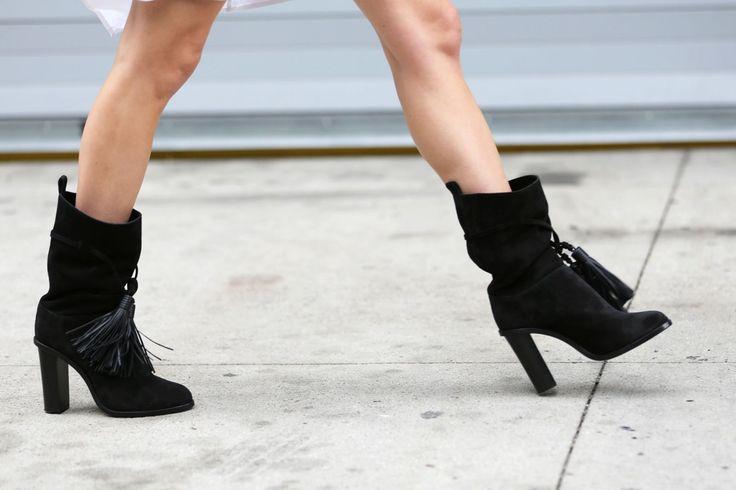 Тези ботуши са най-категорично, направени за ходене.  # refinery29 http://www.refinery29.com/2015/09/93849/best-fall-shoes-fashion-week-street-style#slide-16: