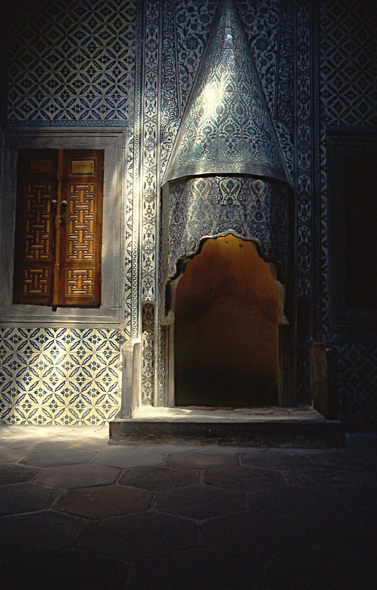 Fireplace in a room in Topkapi Palace (Istanbul)