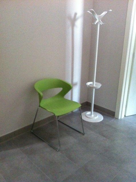 Fornitura sedie modello KIKKA e appendiabiti disponibili in altri colori visitate il nostro sito per maggiori informazioni