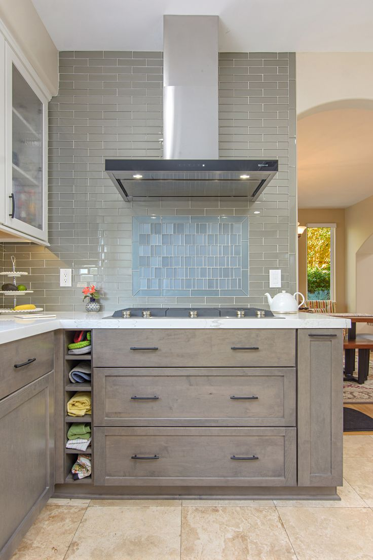 A backsplash that goes to the ceiling