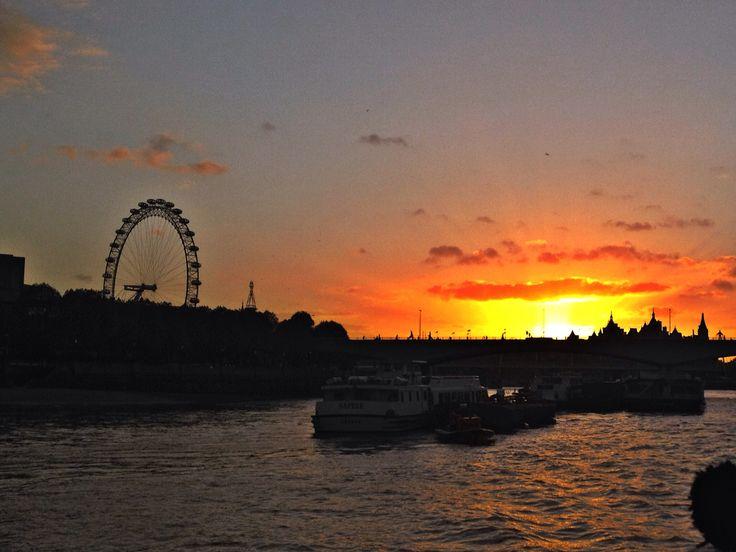 Sun set in london on an autumn cruise