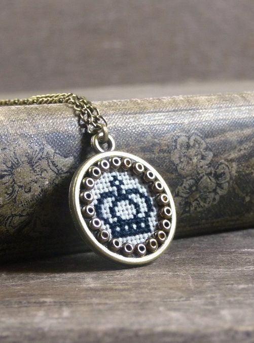 Mini cross stitch crown necklace, Embroidered crown pendant, Embroidered pendant, Fabric necklace, Small embroidered necklace, Queen jewelry