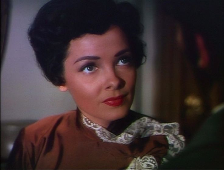 Kathryn Grayson as Magnolia Hawks