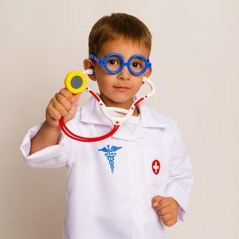 4 yaştan itibaren oynanabilecek, çocuklardaki doktor korkusunu yatıştıracak eğlenceli bir oyun.