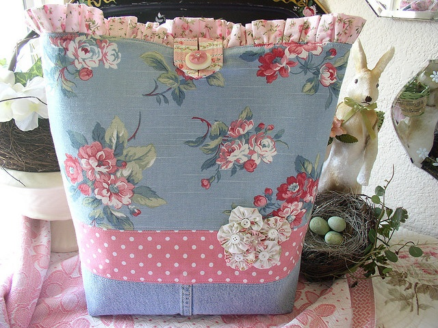 lovely handmade tote bag with denim jean on the bottom and cute yo yo accents - by Becky of Sweet Cottage Dreams:  http://www.flickr.com/photos/sweetcottagedreams/2675066316/in/set-72157601162477247
