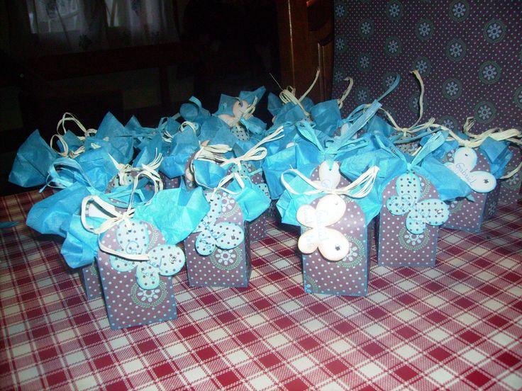 Boites drag es bapt me gar on th me papillon coloris bleu turquoise et marron chocolat - Pliage serviette bapteme garcon ...