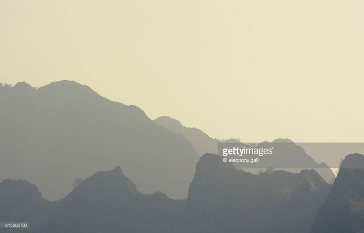 Profile mountains, graphic and flat affect