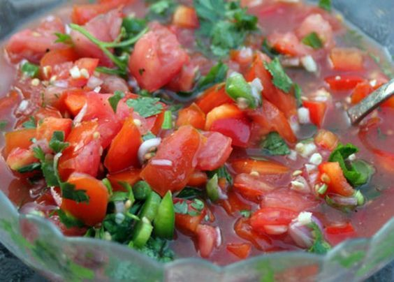 Simple Homemade Salsa Recipe For The Big Game | https://homemaderecipes.com/simple-homemade-salsa-recipe/