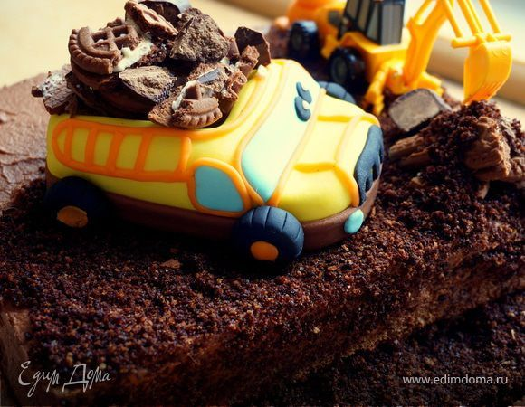 """Получила от подружки заказ на торт, который просили оформить экскаваторами, машинками и вообще, чтобы выглядел """"как стройка""""! Малышу на второй День Рождения :) Вот результат. Прошу не судить строго..."""