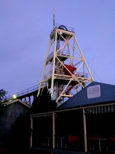 January 2: in this year of buildings and structures there will be a few churches, a lot of pubs, some houses, bridges, fountains, and other non-specific items. One of these is the Central Deborah tourist mine poppet head. I wonder if I'll find another photo for the rest of the year that's more Bendigo. I took this at dusk, close to last light. Every day I drive past I'm drawn to look at this beauty...