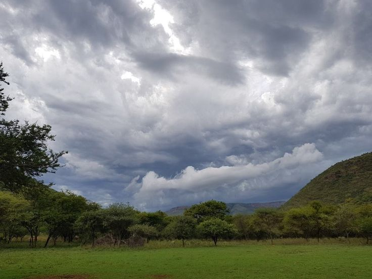 What's up with the weather? Wow it's really been hot these last couple of days here at Black Leopard Camp, thank goodness for the slight winds we have here in the mountains. It's been threatening to rain in the afternoons but to no avail. We NEED the rain!