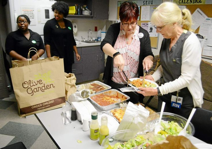 Emergency room staff at #SutterSolanoMedicalCenter in Vallejo were given a special treat on ‪#‎LaborDay‬ for their work: A free lunch from the local Olive Garden. Read more...