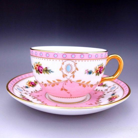 可愛らしいベイビーピンク、優しいブルーに、金彩が豪華さを添えているミントンのカップ&ソーサーのご紹介です。       ⇩ http://eikokuantiques.com/?pid=95800036   #アンティーク #イギリス #英国 #アンティークカップ #英国アンティークス #ミントン