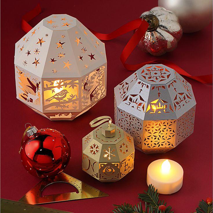 Téléchargez les motifs et patron de ces boules de Noël pour réaliser de jolis photophores en papier ajouré éclairé par des LED.