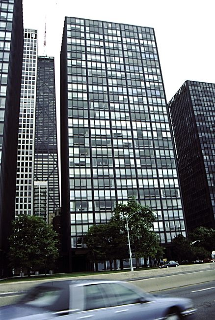 Mies van der Rohe:    860-880 Lake Shore Drive   , Chicago, jednopokojowe 1948