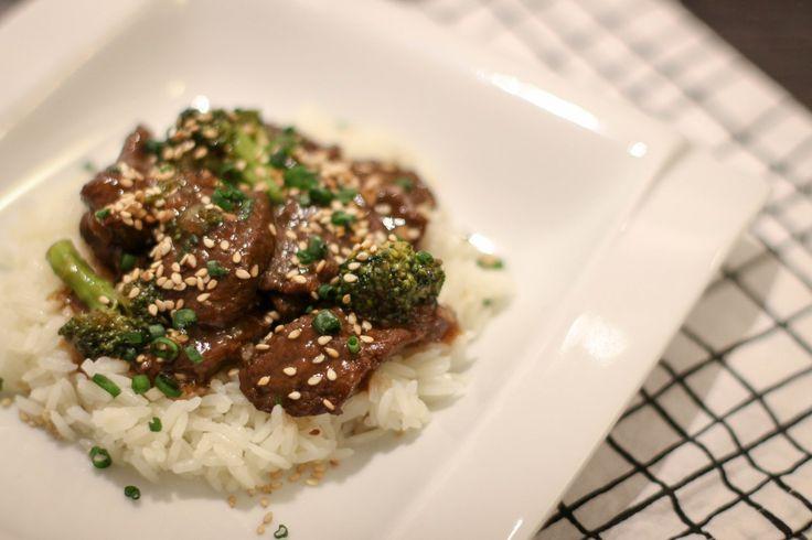 """Esse é um prato servido em restaurantes chineses-americanos (como o P.F. Chang's), conhecido como """"Mongolian Beef"""". Tanto o prato quanto seu nome são derivados do """"Mongolian…"""