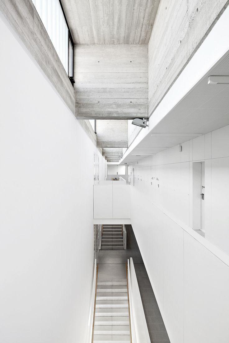 School isabel besora nam arquitectura architecture pinterest - Corridor tapijt ...