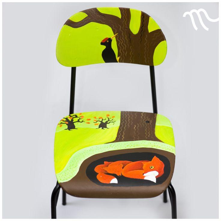 Pod travnatým vrškem Ručně malovaná autorská židle. Výška sedátka je 45 cm nad zemí. Pohodlná je tedy i pro dospělého (záleží samozřejmě na výšce). Sedátko je prostorné (40 x 42 cm). Vhodná pro pubertální mládež i hravé dospělé. Recyklovaná, pohodlná, stabilní, odolná. Židle je opatřena minimálně třemi vrstvami bezbarvého krycího laku proti ošoupání.