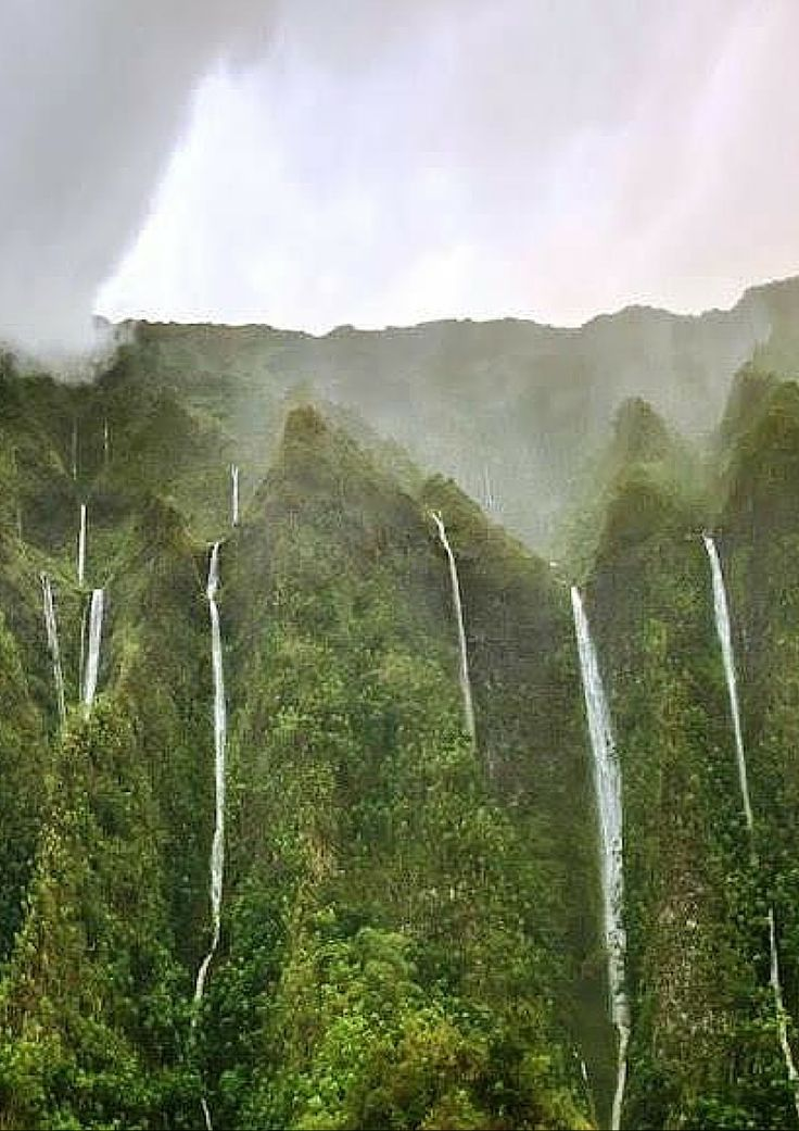 11 Places You Can't Miss In Hawaii (Oahu). A quick preview of the top spots you need to see on your next trip to Hawaii! - Avenly Lane Travel