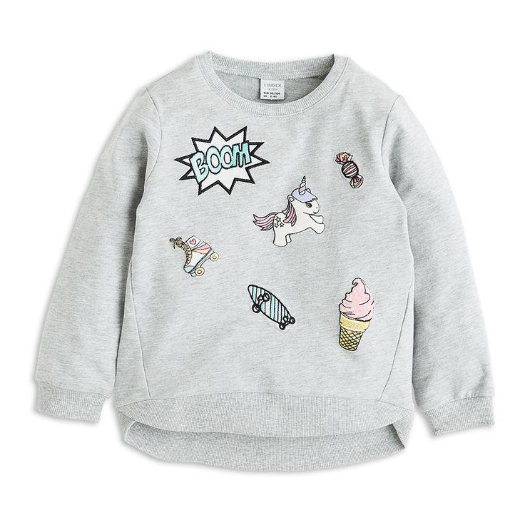 Pohodlný svetr z organické bavlny s barevnými koblížky, jednorožci, sladkostmi a skateboardy.