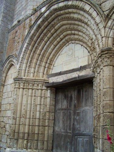 Angles sur l'Anglin : Chapelle Ste-Croix - Vienne