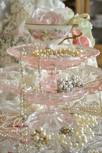 Oh my gosh! I could make this with the vintage pink plates I have…