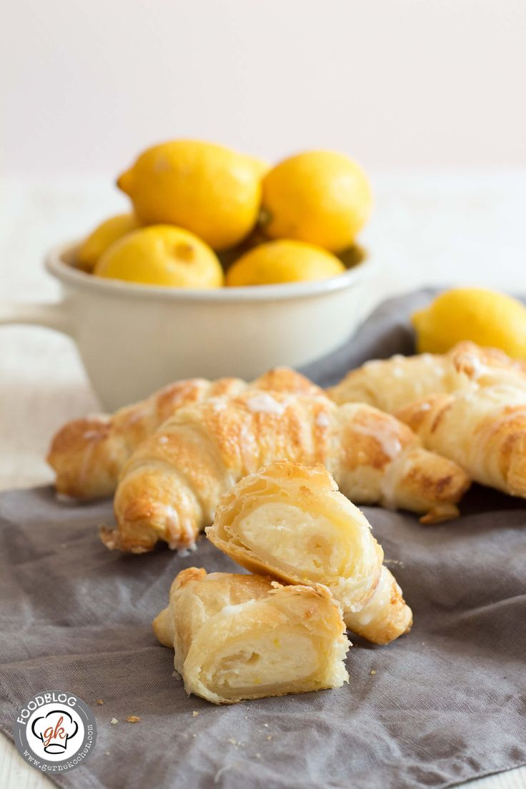 Bock auf ein superleckeres, schnelles Rezept für die Kaffeetafel oder einfach mal zwischendurch? Dann sind unsere Lemon Cheesecake Croissants genau richtig!