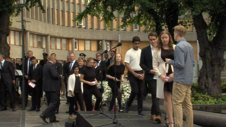 Noorwegen herdenkt Utøya: de tijd heelt niet alle wonden | NOS