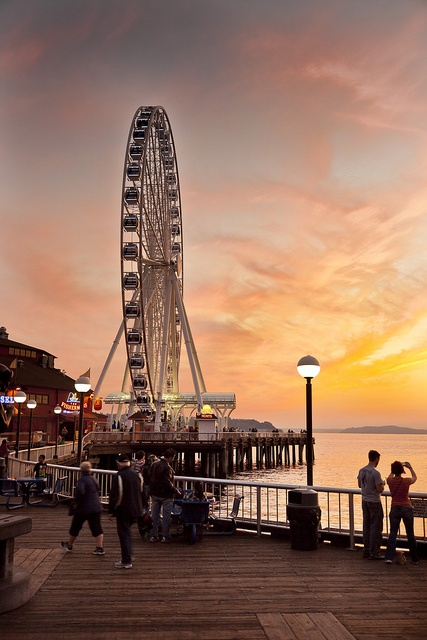 Who has been on the #Seattle Great Wheel? This is a great shot of it.