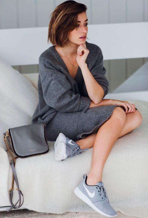 Look monocromático cinza com vestido + cinza.