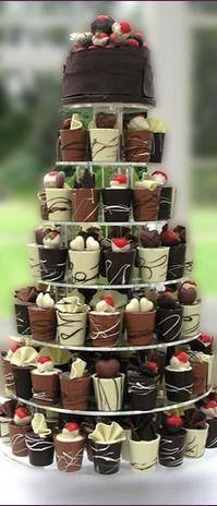 Délicieux! Chocolat tasses avec génoise et garnitures de truffe!