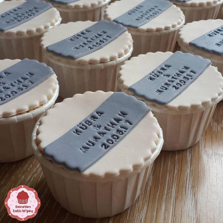 Cupcake lerin yakın görünümü #kurabiye #kurabiyeler #cake #makaron #kek #pasta #sekerhamuru #cupcake #şekerhamuru #süsleme #lezzetli #buradatatlibiseylervar #eminedentatlibisey #hayatşekerhamuruylagüzel #doğumgünü #düğün #nişan #nikah #butik #butikkurabiye #butikdükkan #baby #babyshower #bebek #bebekkurabiyesi #bebekkurabiyeleri #butikpasta #instagood #tbt http://turkrazzi.com/ipost/1523123838806765325/?code=BUjOQ_BAa8N