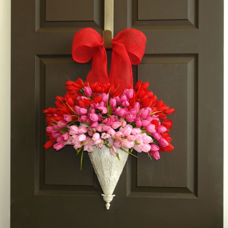 I LOVE this one!! And even though it's an Etsy wreath, I believe I can make it myself.