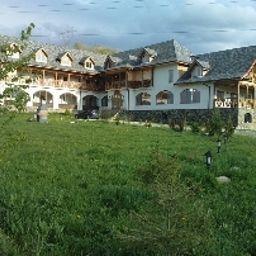 Hanul_Curtea_Veche-Bran-Hotel_outdoor_area-3-548119.jpg