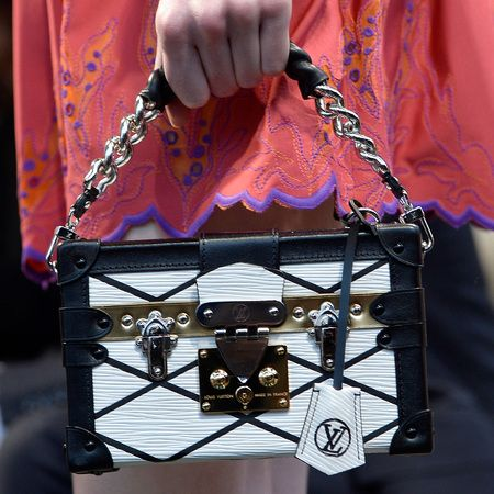 louis vuitton-cruise 2015 collection-runway show-handbags-black and white-Petite-Malle bag-handbag.com