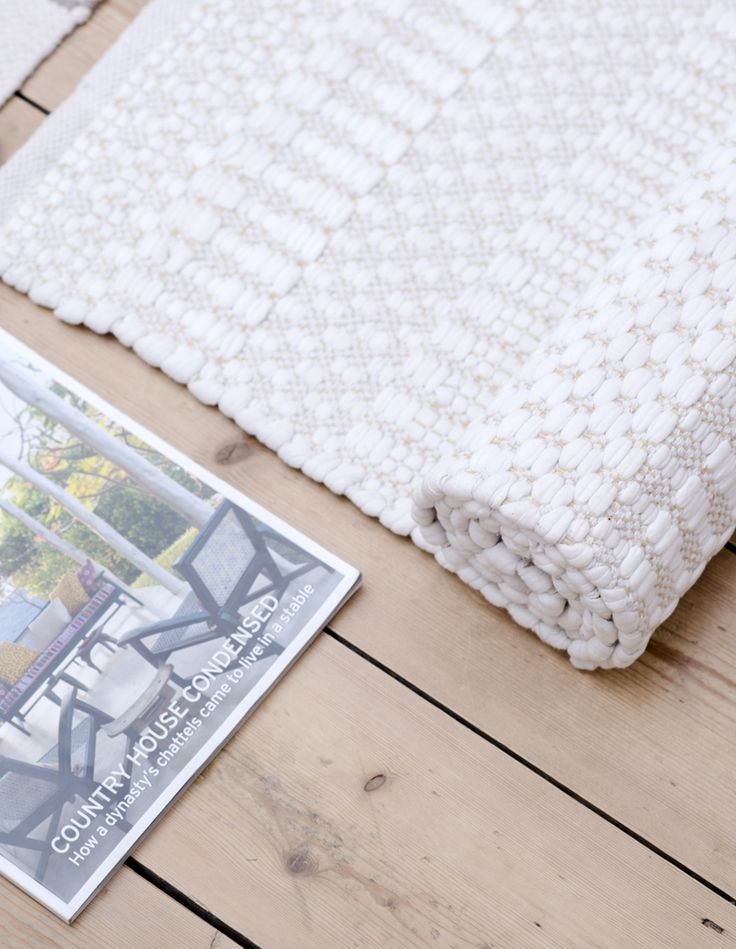 Our Ella beige and white rug is ideal to help create a refreshing atmosphere! Scandinavian rugs, gifts and interior inspiration from Skandihome.com