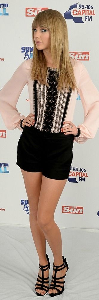 """( ☞ 2017 ) BEAUTIFUL CELEBRITY ★ TAYLOR SWIFT WEARING SHORTS """" Country ♫ pop ♫ """" ) ★ ♪♫♪♪ Taylor Alison Swift - Wednesday, December 13, 1989 - 5' 10'' 120 lbs 35-24-35 - Reading, Pennsylvania, USA."""