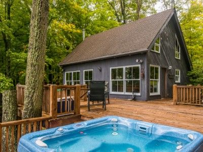 Brown cabin and cabin rentals on pinterest for Michigan romantic cabins