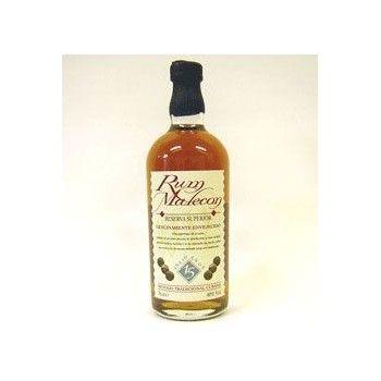Intensamente ambrato dai riflessi dorati: un rum strutturato ma beverino.Particolarmente apprezzato l'abbinamento con acqua tonica.ottimo per una caipirissima alla frutta.