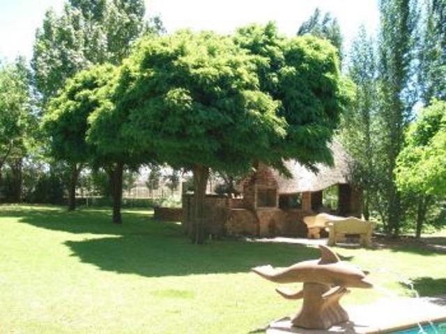 2771868 – 4 Bedrooms 6 Bathrooms 2 Garages Vallombrosa,Bloemfontein,Free State | RE/MAX First | Properties for sale in Bloemfontein
