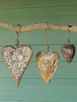 hearts  (repinned with no info, i like the look, especially of the one in front, need to find source? would like to know what they are made of - appears to be wood???)