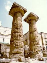 Taranto, Tempio dorico in Piazza Castello