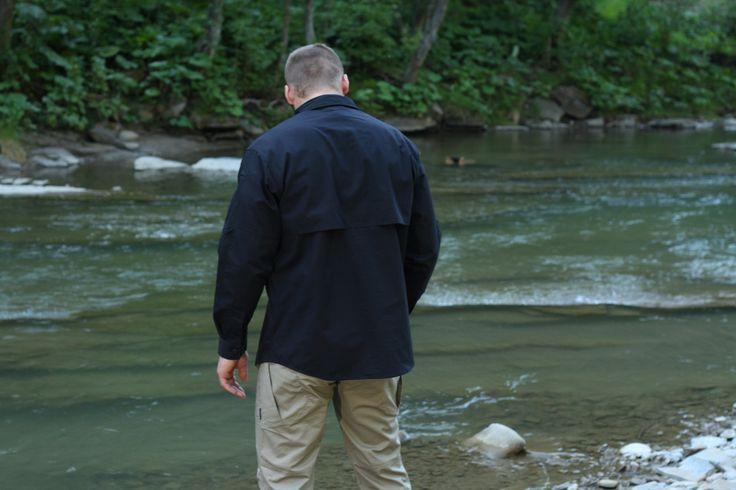 Taktická čierna košeľa DEFENDER vhodná na rôzne taktické využitie, pre policajné zložky, security, ale aj na bežné nosenie. http://www.armyoriginal.sk/1745/127746/kosela-dlha-defender-cierna-helikon.html