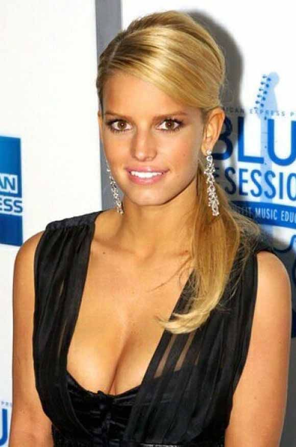 Fancy dressing yourself with Jessica Simpson hairstyles? This article is a selection of 9 long gorgeous Jessica Simpson hairstyles that gave her a unique look and feel. Her every new avatar startled the fashion world with a hallmark of her.