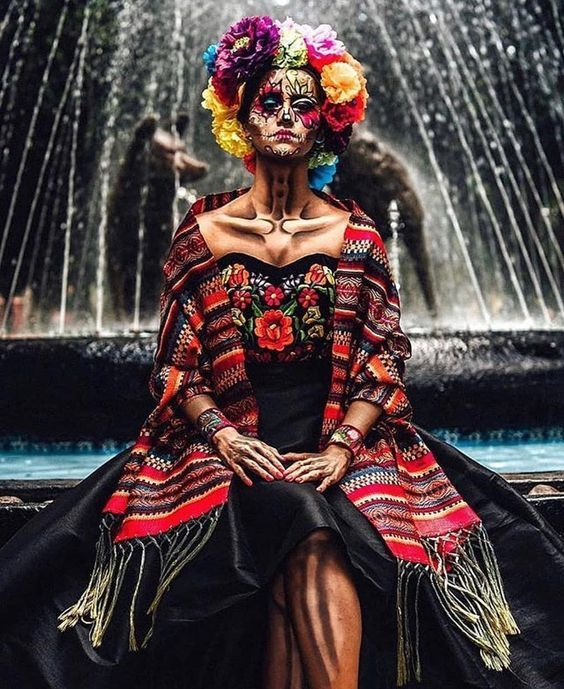 The famous festival celebrated in Mexico. Full of colourful costumes and face painting. Theme Halloween, Halloween 2019, Halloween Make Up, Vintage Halloween, Sugar Skull Costume, Dead Makeup, Skull Makeup, Costume Makeup, Scouting