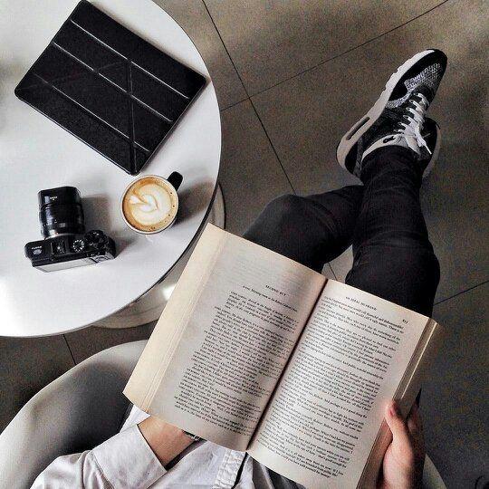 El conocimiento te da un poder indescriptible y fluidez en tus decisiones. La lectura es vital para el desarrollo por eso cada día alimento mi intelecto aprendiendo sobre diversos temas reforzando así mis habilidades para el trato con clientes familiares y amigos. Cuándo fue la última vez que te leíste un buen libro y cuál fue? .  #lectura #cafe #conocimiento #letras #decisiones #informacion #empoderate #cultura #vision #negocios #asesoria #consultoria #rrss #eventos #radio #tv #gastronomia…