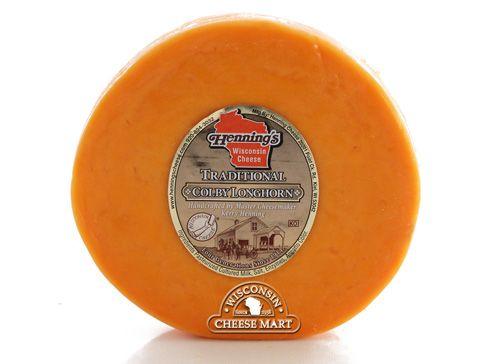 Un Wisconsin original de queso ! La primera Colby se hizo en 1874 en Colby, Wisconsin . El queso lleva el nombre del pueblo. Esta prima Wisconsin Colby queso de Henning está envuelto en queso tela (similar a gasa vendaje) y aire curado, permitiendo que el queso a la edad más rápidamente. Similar en sabor a Cheddar , Colby es más suave y tiene una textura y de alto contenido de humedad más abierto.